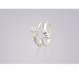Кольцо серебряное с цирконием Ножки (0289.10к)