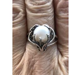 Кольцо серебряное с жемчугом  Лили (11243ж)
