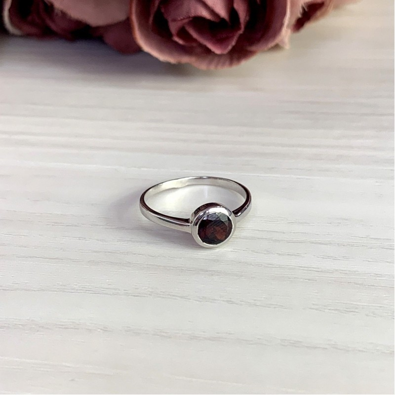 Серебряное кольцо SilverBreeze с натуральным гранатом (1133354) 17 размер