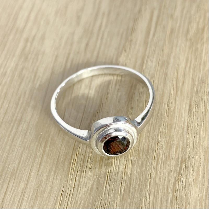 Серебряное кольцо SilverBreeze с натуральным гранатом (1455005) 18 размер