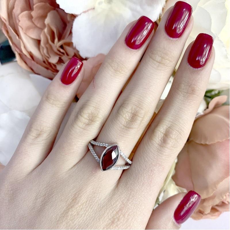 Серебряное кольцо SilverBreeze с натуральным гранатом (1837672) 17.5 размер