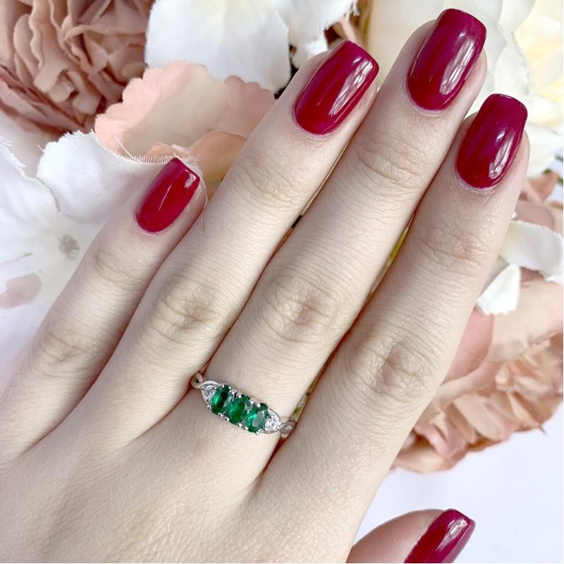 Серебряное кольцо SilverBreeze с изумрудом nano (1938119) 18 размер