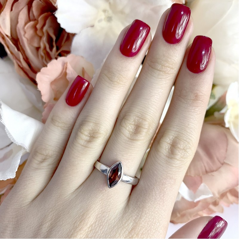 Серебряное кольцо SilverBreeze с натуральным гранатом (1940839) 17.5 размер