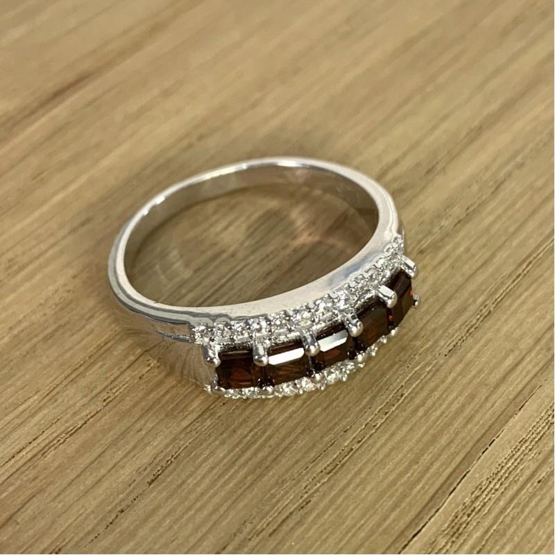 Серебряное кольцо SilverBreeze с натуральным гранатом (1940884) 17.5 размер