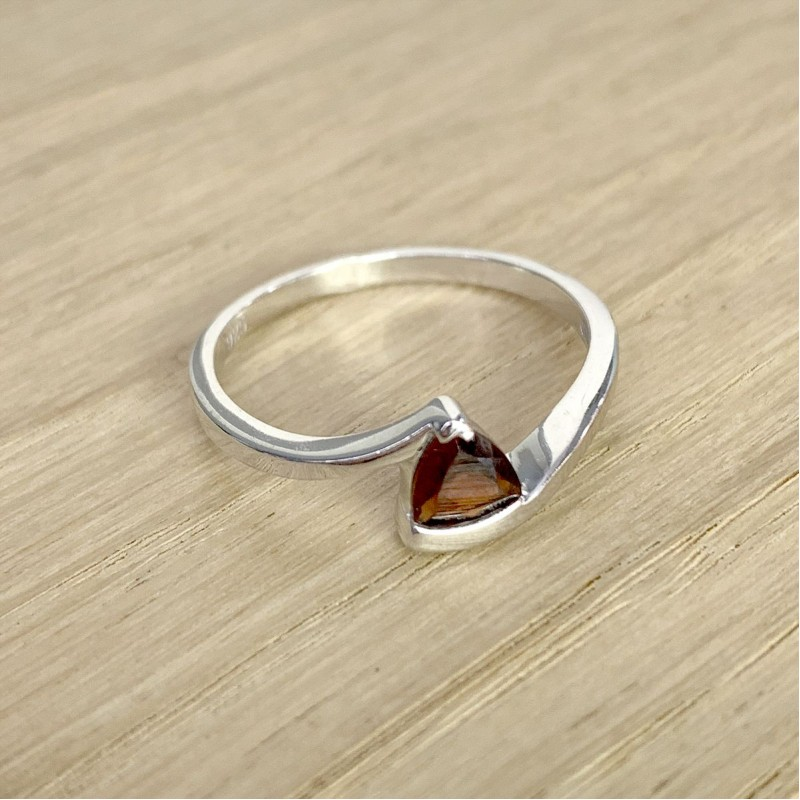 Серебряное кольцо SilverBreeze с натуральным гранатом (1937501) 17 размер