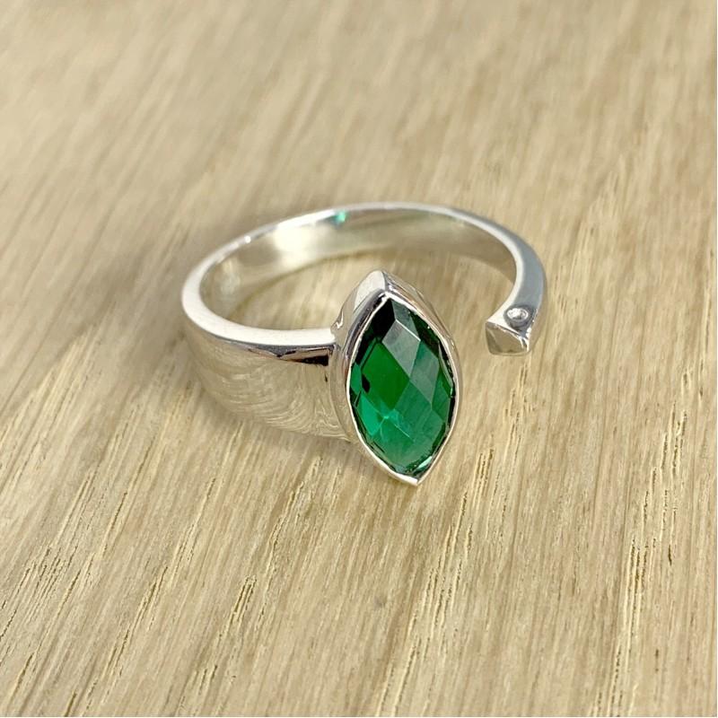 Серебряное кольцо SilverBreeze с изумрудом nano (1957547) 18.5 размер