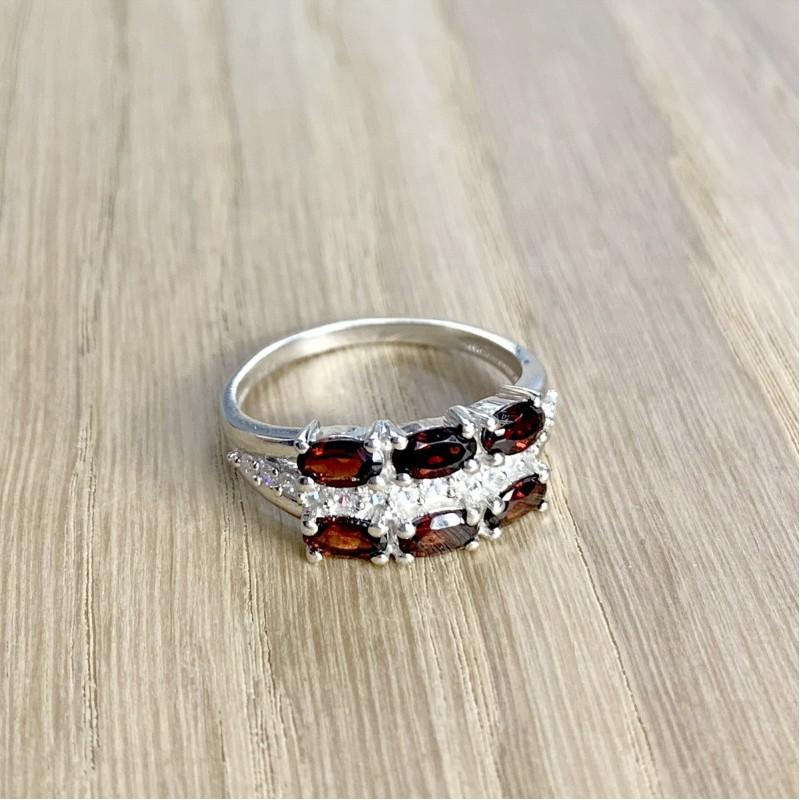 Серебряное кольцо SilverBreeze с натуральным гранатом (1958520) 17.5 размер