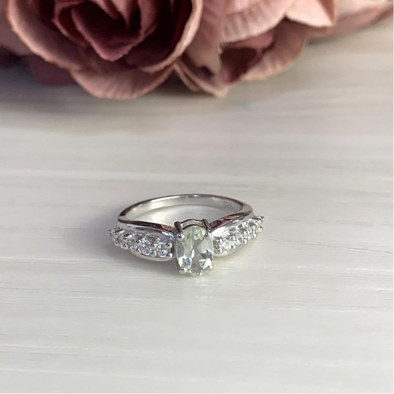 Серебряное кольцо SilverBreeze с натуральным зеленим аметистом (1995396) 17.5 размер