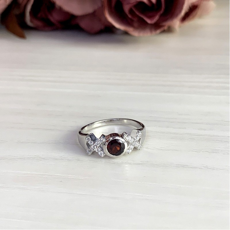 Серебряное кольцо SilverBreeze с натуральным гранатом (2002796) 17.5 размер