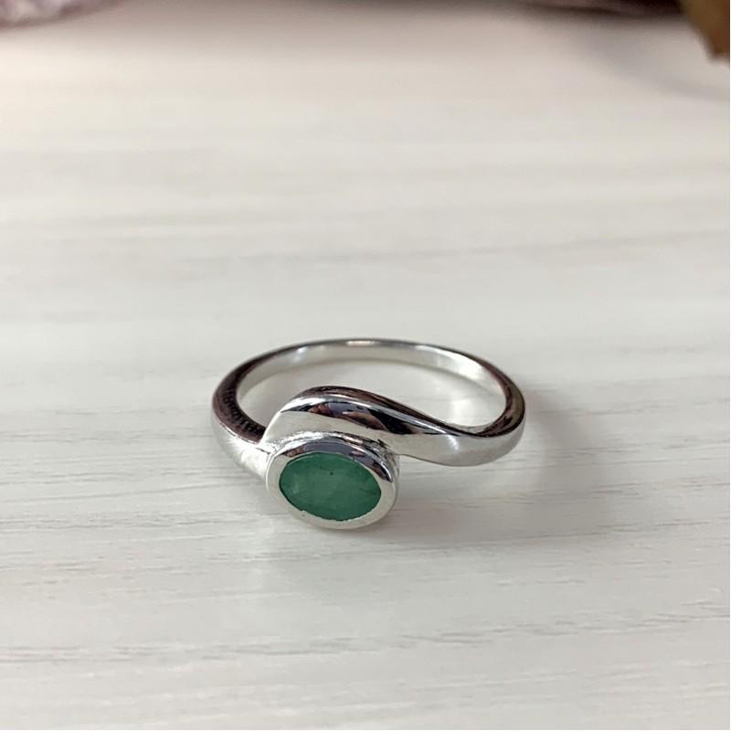 Серебряное кольцо SilverBreeze с натуральным изумрудом (2011088) 17 размер