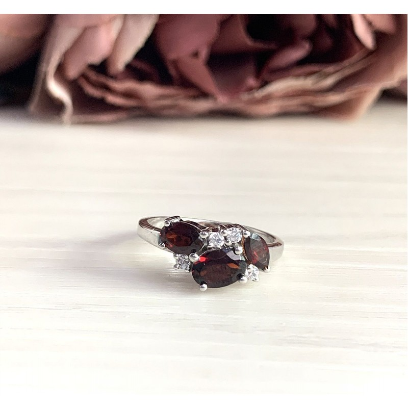 Серебряное кольцо SilverBreeze с натуральным гранатом (2019183) 17.5 размер