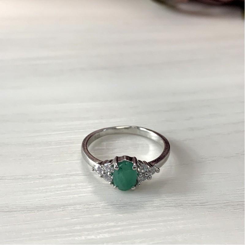 Серебряное кольцо SilverBreeze с натуральным изумрудом (2011125) 17.5 размер