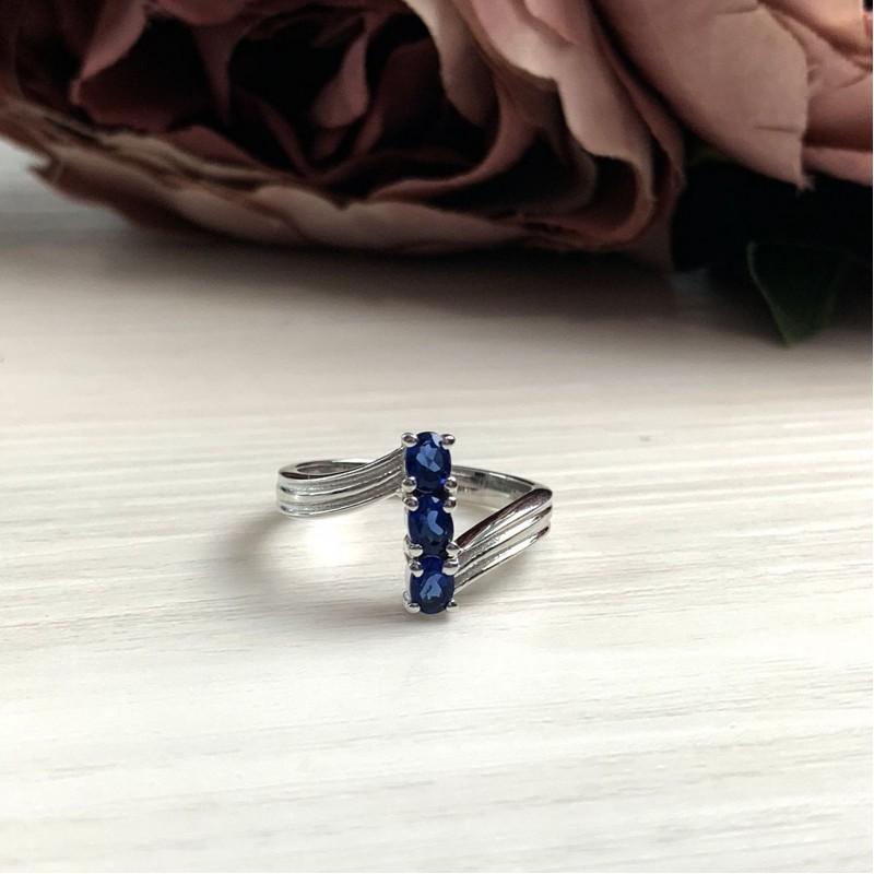 Серебряное кольцо SilverBreeze с сапфиром nano (2033042) 17.5 размер