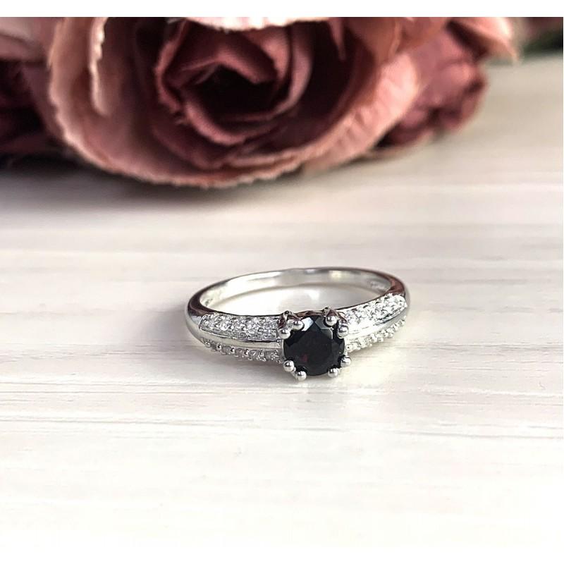 Серебряное кольцо SilverBreeze с натуральным гранатом (2024538) 18 размер
