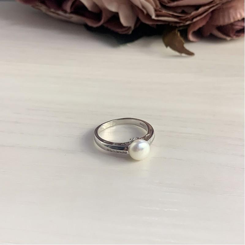 Серебряное кольцо SilverBreeze с натуральным жемчугом (2006381) 17 размер