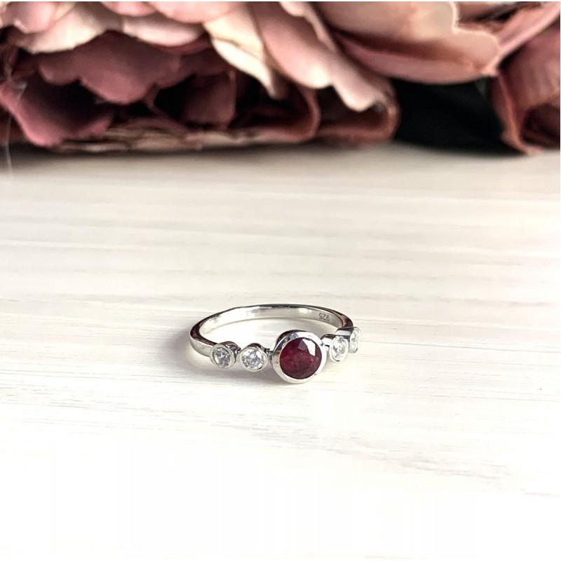 Серебряное кольцо SilverBreeze с натуральным рубином (2027089) 16.5 размер
