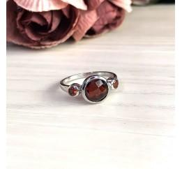 Серебряное кольцо SilverBreeze с натуральным гранатом (2013914) 17.5 размер