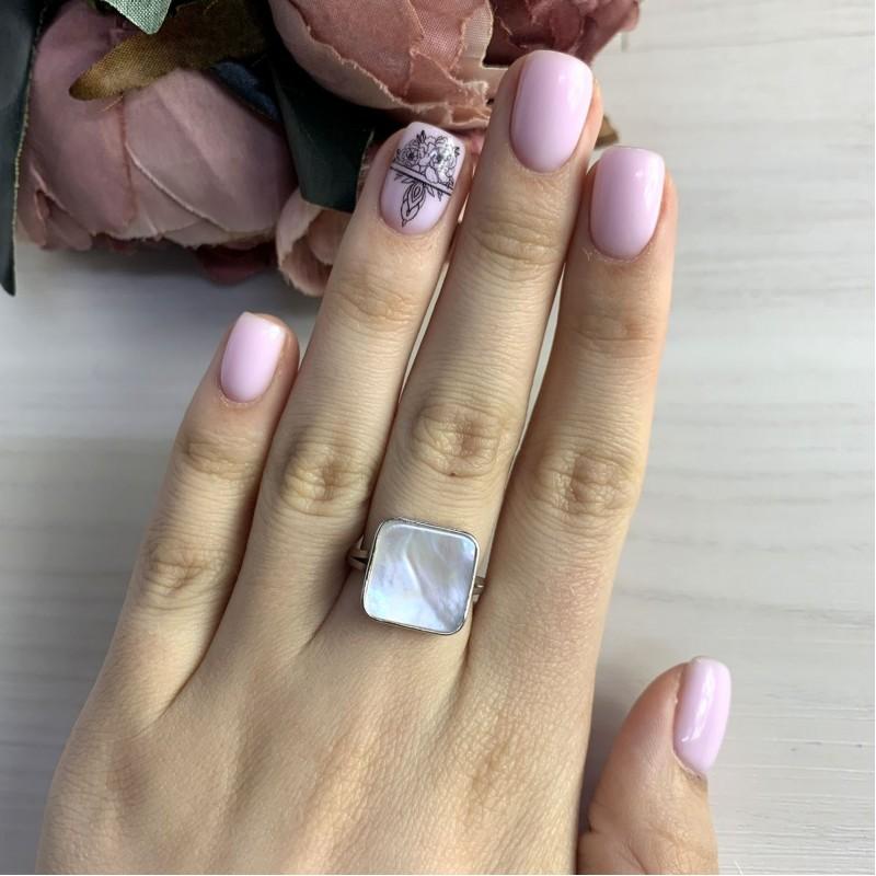 Серебряное кольцо SilverBreeze с натуральным перламутром (2044505) 16.5 размер
