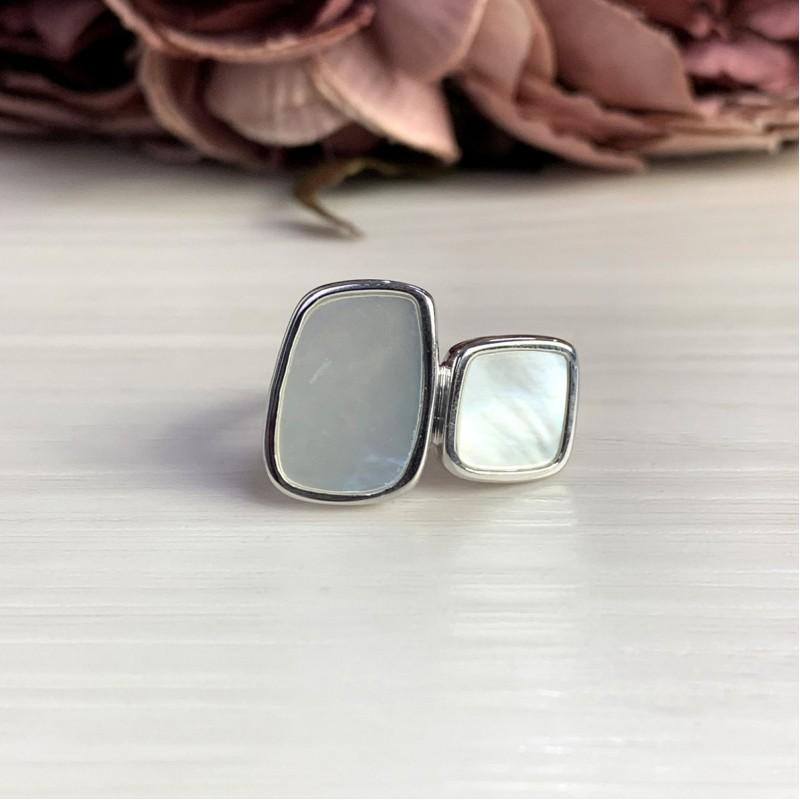 Серебряное кольцо SilverBreeze с натуральным перламутром (2041757) 18 размер