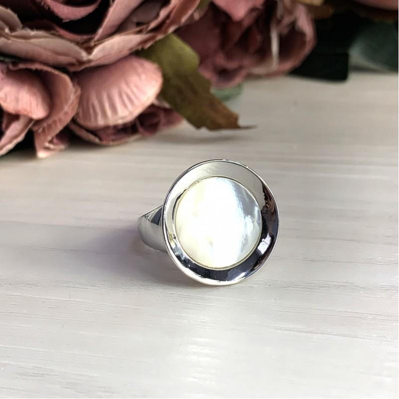 Серебряное кольцо SilverBreeze с натуральным перламутром (2031529) 16.5 размер